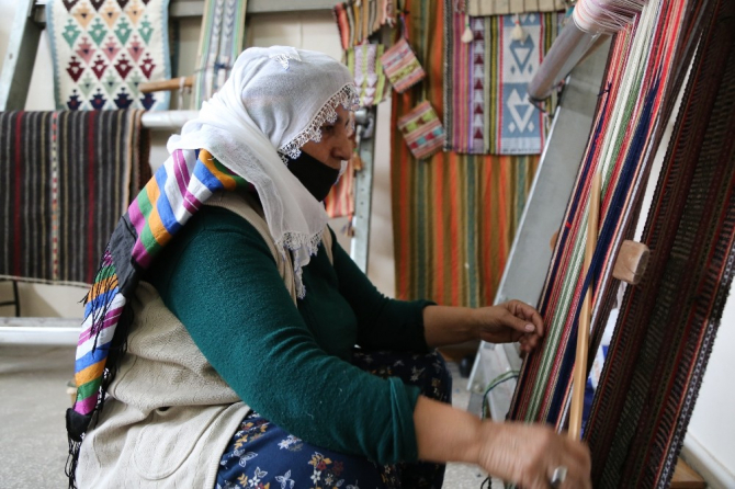 """Tunceli'de nene mirası kilimler """"ilmik ilmik"""" gün yüzüne çıkıyor"""