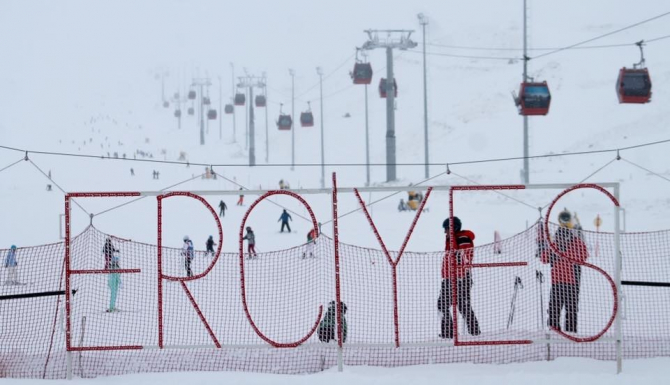 Erciyes'te kar kalınlığı 100 santimetreye ulaştı