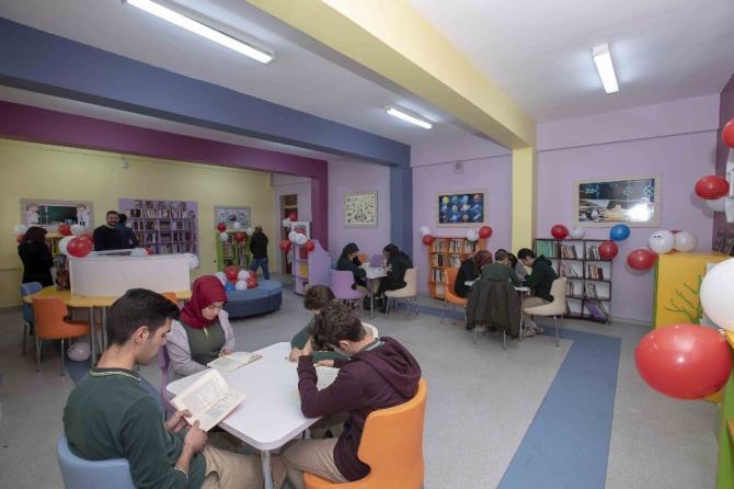 Kaymakam Aslan'dan Z-Kütüphane açılışı