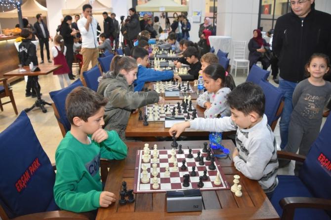 Küçükler için satranç büyükler için türkü keyfi