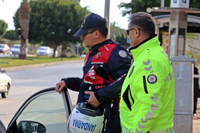 Kazada yaralanan arkadaşının üniforması ve kaskını uzun süre elinden bırakmadı