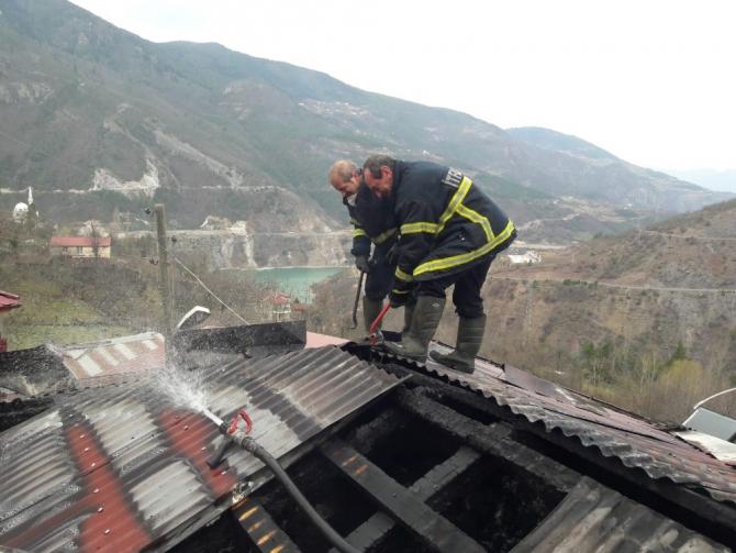 Köyde korkutan yangın: Bir ev kullanılamaz hale geldi