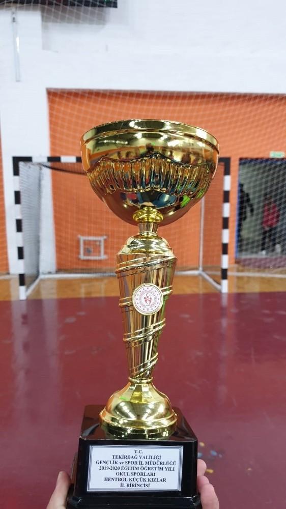 Şampiyon Mehmet Akif Ersoy Ortaokulu