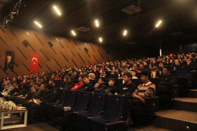 'Duruş ve Onur Abidesi: Mehmet Akif' Sakarya'da konuşuldu