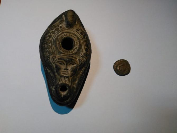 İzmir'de tarihi eserleri satmak isterken suçüstü yakalandılar