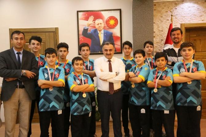 Develi Belediyesi alt yapı oyuncularından Başkan Cabbar'a ziyaret