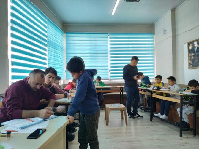 Gönüllü öğretmenlerden ücretsiz eğitim desteği