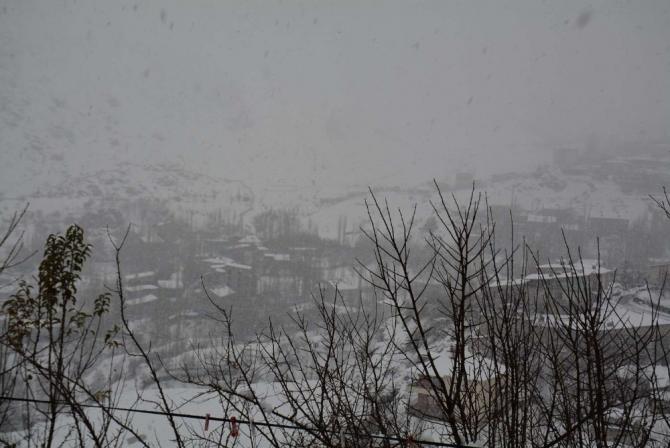 Hakkari'de 24 köy ve 51 mezra yolu ulaşıma kapandı