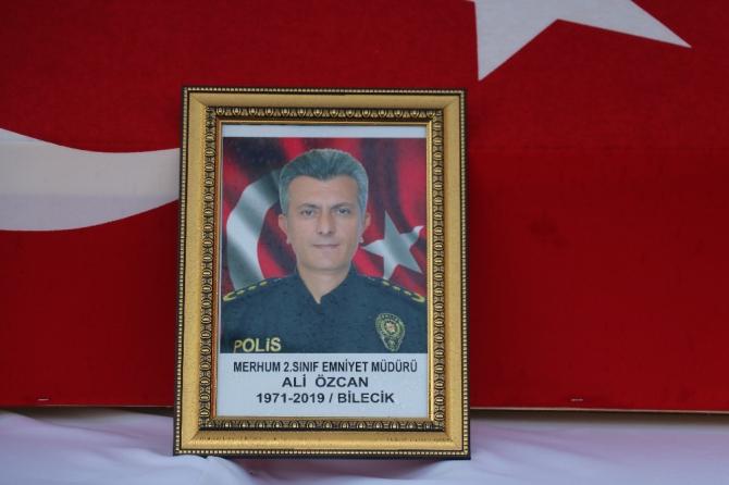 Vefat eden polis müdürü törenle uğurlandı