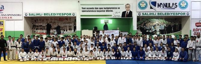 Judo çalışma kampı Salihli'de yapıldı