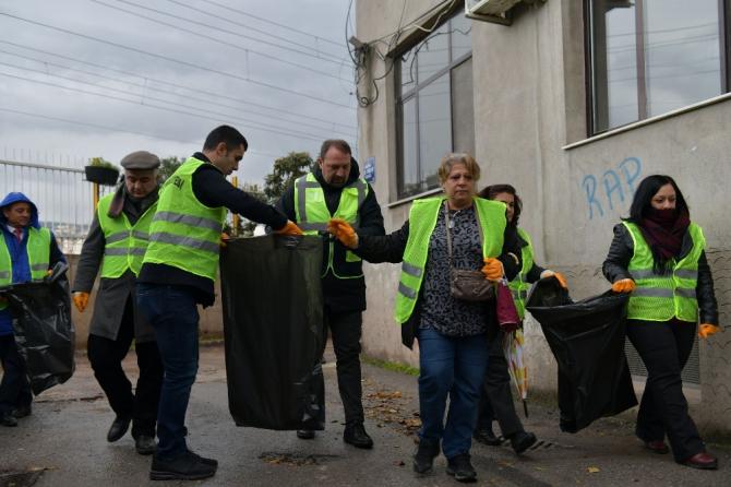 Çiğli Yeni Mahalle'de temizlik seferberliği