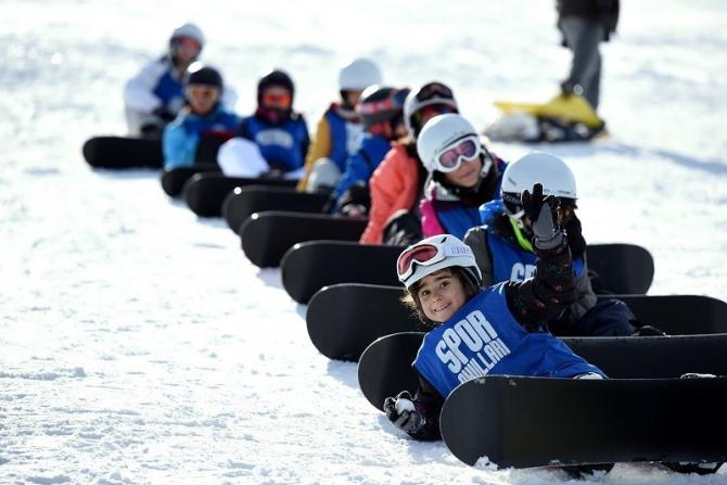 Erciyes'in eteklerinde kayak bilmeyen kalmasın