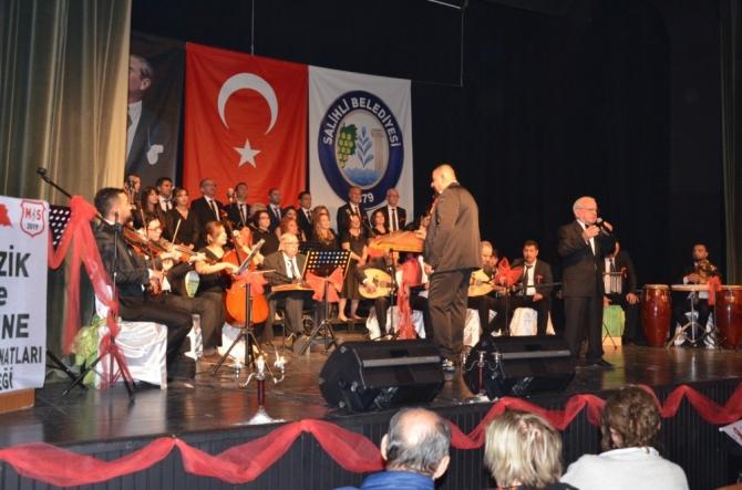 Salihli'de 'şiddete hayır' konseri