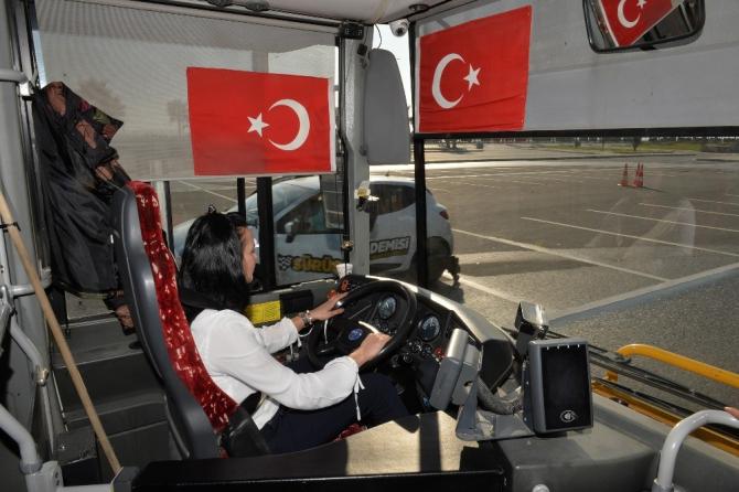 Büyükşehir Belediyesi, otobüs şoförlerine ileri sürüş teknikleri eğitimi verdi
