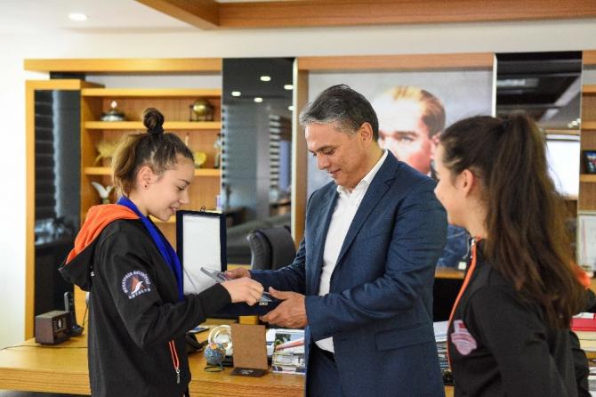 Başkan Uysal'dan yılın sporcularına kutlama