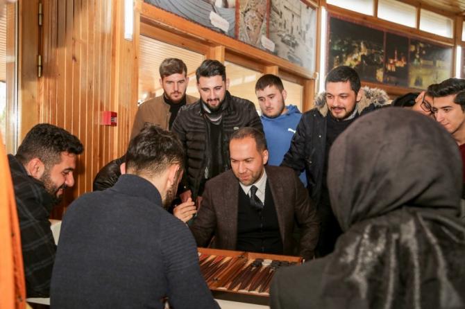 Davet twitter'dan Çaylar Niğde Belediye Başkanı Özdemir'den