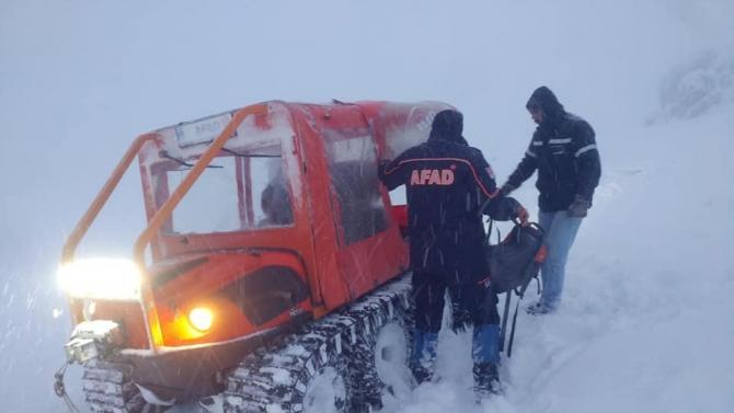 Dağlık alanda kar ve sisten mahsur kalan işçileri AFAD kurtardı