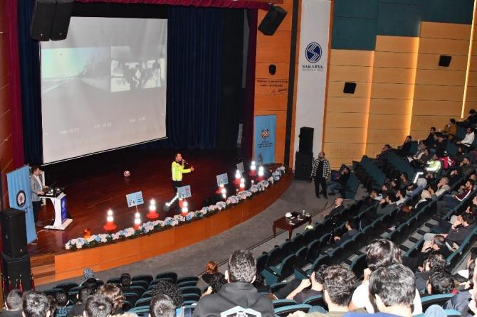 SAÜ'de 'Güvenli Sürüş Kuralları' konuşuldu