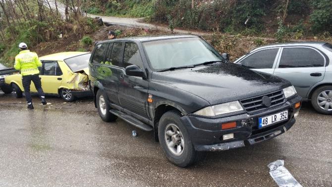Samsun'da cip park halindeki araçlara çarptı: 1 yaralı