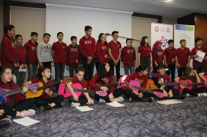 """Türk ve mülteci öğrencilerden """"Hayat Bayram Olsa"""""""