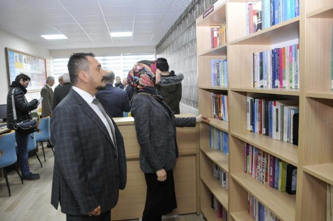 Sarayönü MYO'da modernize edilen kütüphane açıldı