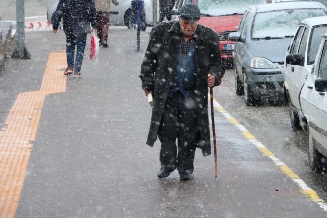 Yozgat'ta kar etkisini gösterdi