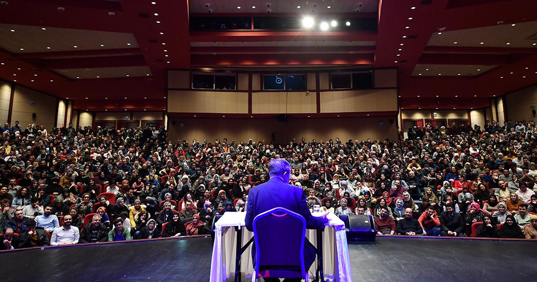 Üsküdar'da ünlü yazar Hayati İnanç söyleşisi çok konuşuldu