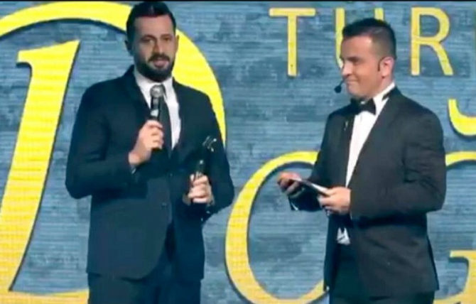 Güloğlu 'Doğu Ödülü'nü aldı