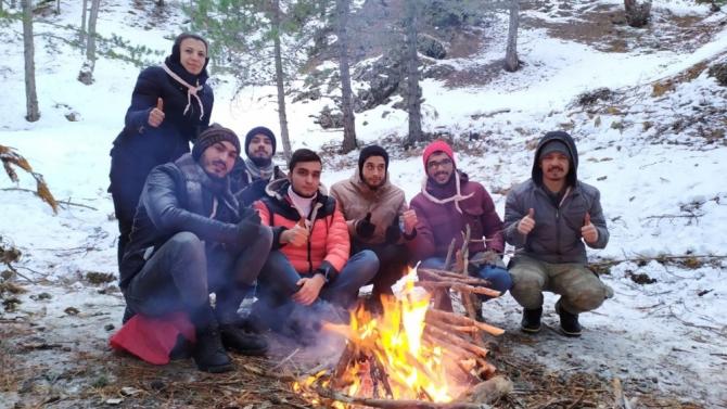 NEVÜ İzci Kulübünden kardan izler kampı