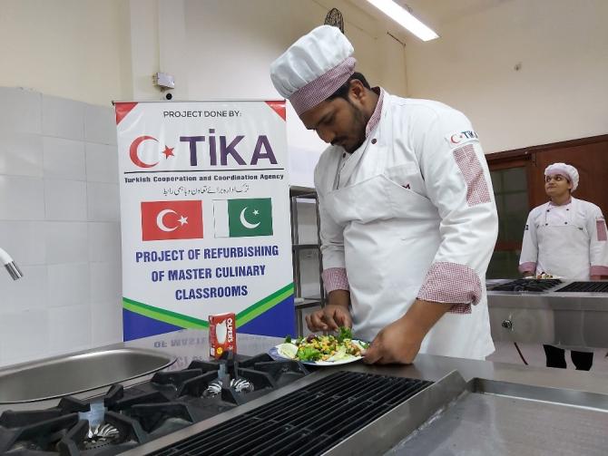 TİKA'dan Pakistan'ın en eski aşçılık okuluna destek