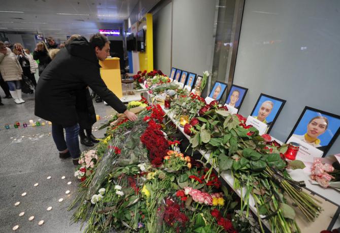 Kiev'de İran'daki uçak kazasında hayatını kaybedenler anıldı