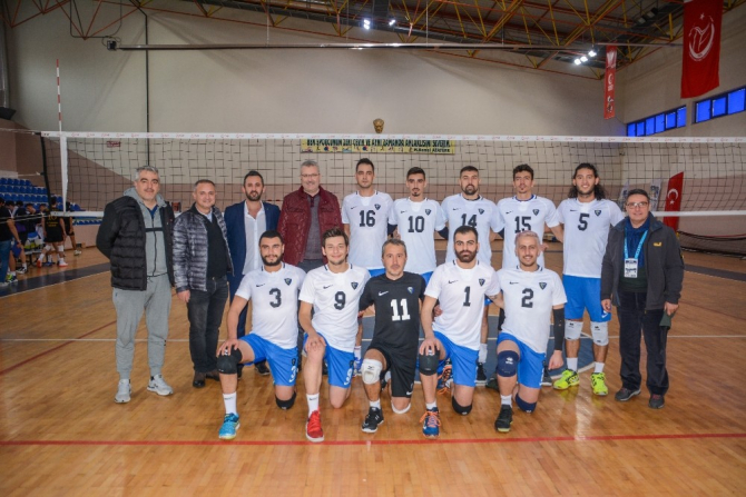 Karacabey Belediyespor Erkek Voleybol Takımı şampiyonluk yolunda iddialı