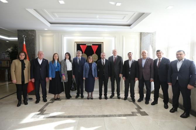 AK Partili Kandemir Başkan Şahin'i ziyaret etti