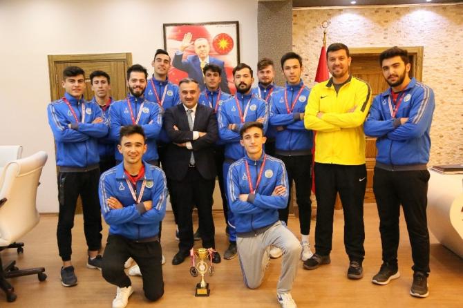 Develi Belediyesi Voleybol Kulübünün genç takımından üçüncülük başarısı