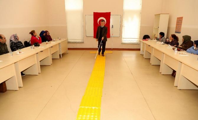 Büyükşehir Belediyesinden görme engellilere bağımsız hareket eğitimi