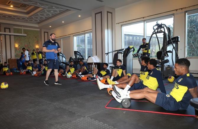 Fenerbahçe'de Simon Falette ilk antrenmanına çıktı