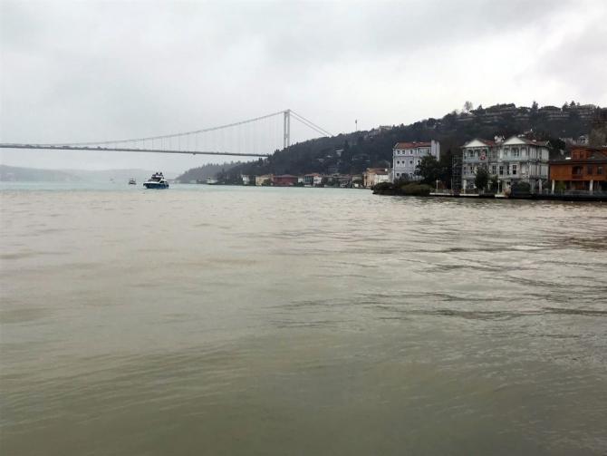 Anadolu Hisarı sahiline çamur aktı