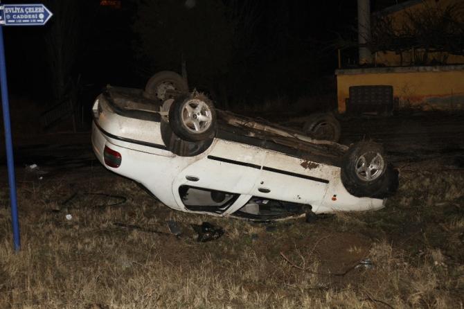 Takla atan otomobil ters devrildi: 2 yaralı