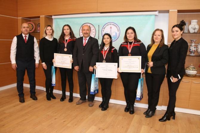 Madalyalı Hayme Ana MTAL öğrencilerinden Müdür Başyiğit'e ziyaret
