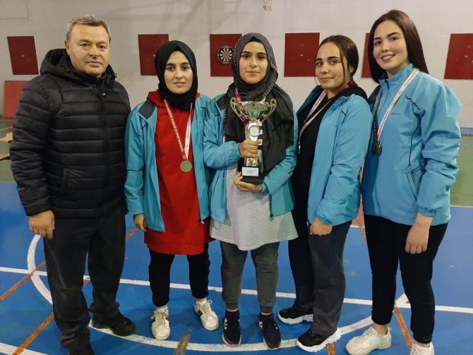 Dart şampiyonasında Salihlili öğrenciler il birincisi oldu