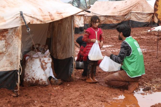 İdlib'de sivillere sıcak yemek