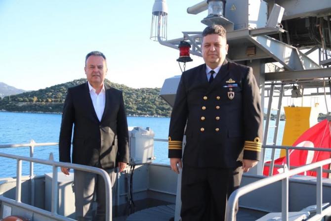 Askeri gemi Mustafa Ertuğrul için Kaş'a demirledi