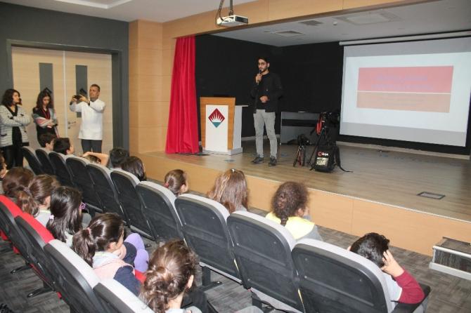 İHA muhabiri Başal'dan minik öğrencilere gazetecilik semineri