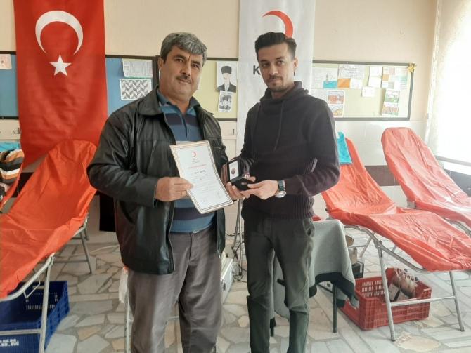 Bozyazı'da veliler ve öğretmenler kan bağışında bulundu