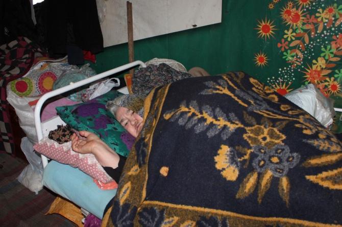 Yatalak hasta karlı yolun açılmasıyla hastaneye yetiştirildi