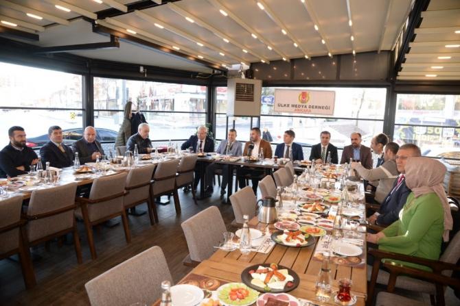 Başkan Çetin gazetecilerle kahvaltıda buluştu