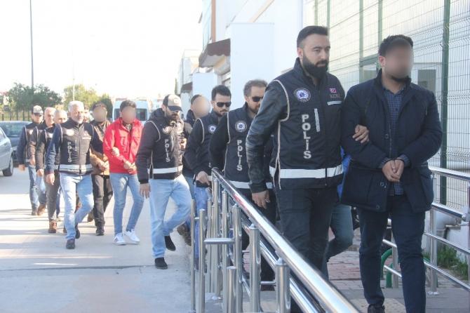 FETÖ operasyonunda gözaltına alınan 16 zanlı adliyeye sevk edildi