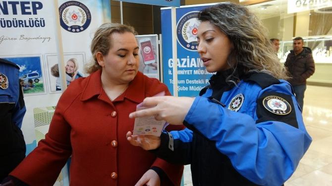 Polis şiddete karşı kadınları bilgilendirdi