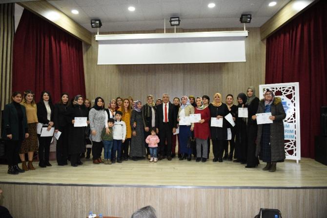 Kadın kursiyerlere sertifikaları törenle verildi