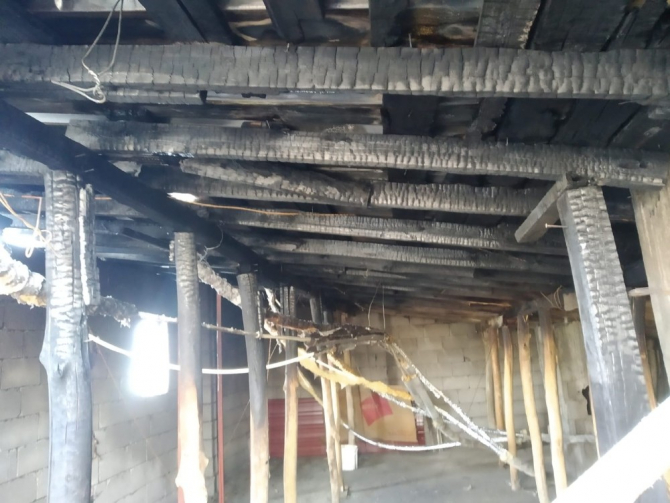 Hakkari'de çatı yangını